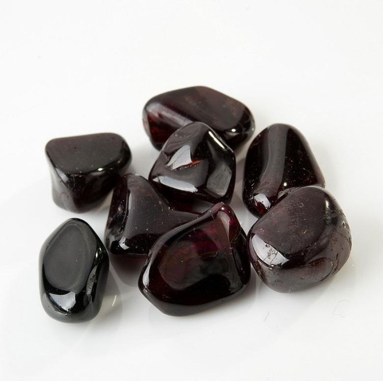 Черный альмандин