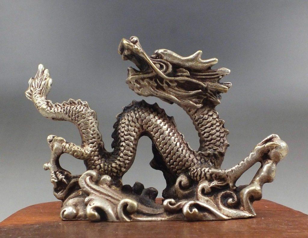 Статуэтка дракона