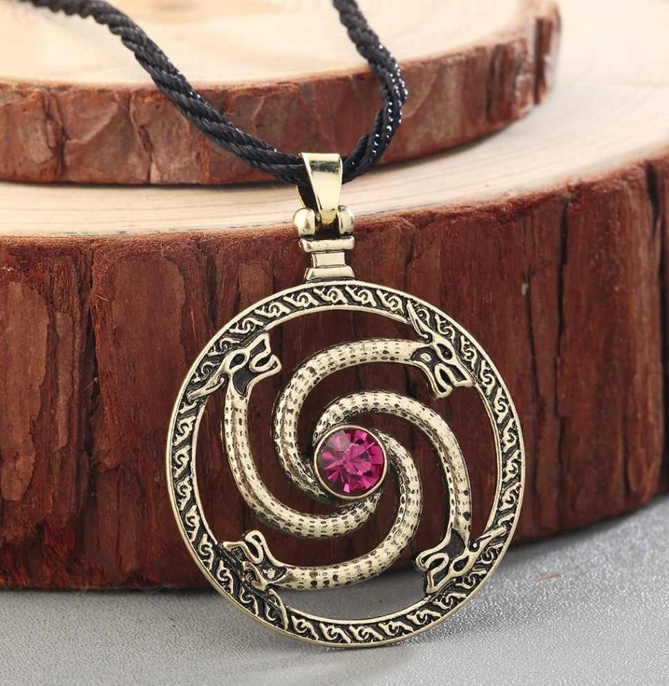 Кельтский амулет с красным камнем