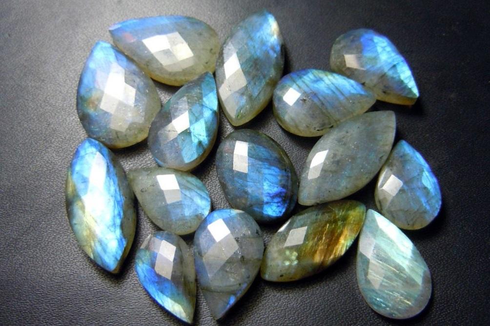 Камни лабрадор