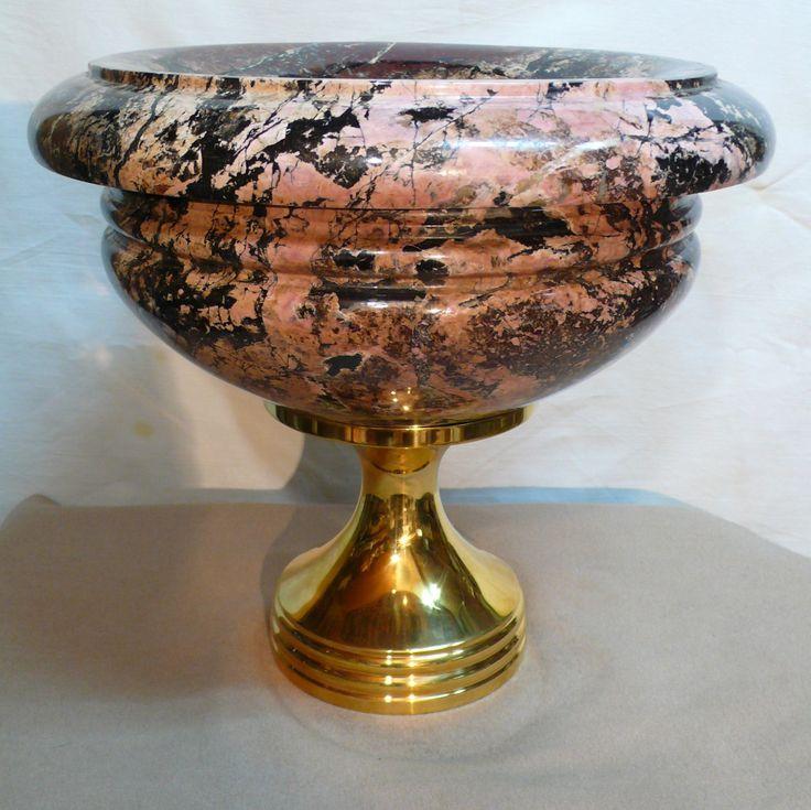 Каменная ваза из яшмы