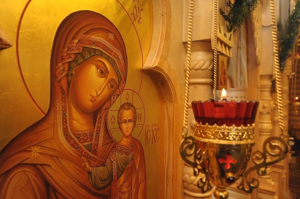 Икона Пресвятой Богородицы в церкви