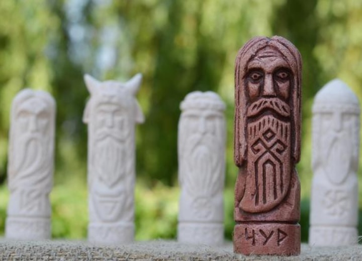 Статуэтка бог Чур