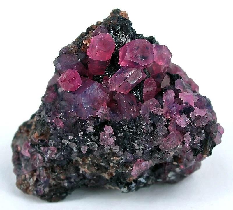 Корунд минерал