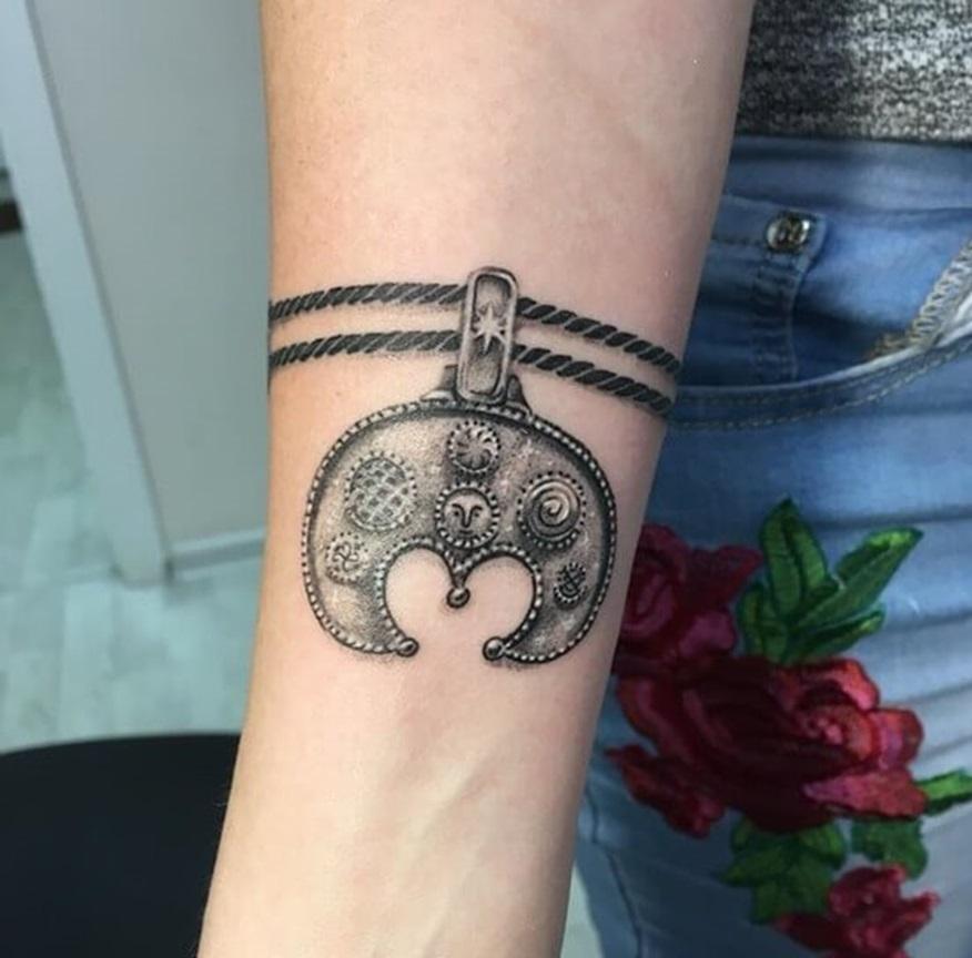 Татуировка в виде Лунницы